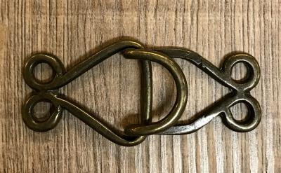 Schließe aus Metall - Gewand - Haken - altmessing
