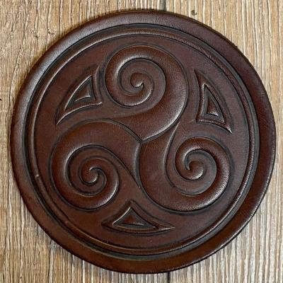 Untersetzer - Leder - Triskele rund - braun - Coaster - Dekoration