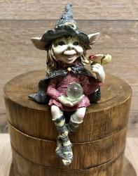 Figur - Pixie-Hexen Kantenhockerhat beide Beine übereinandergeschlagen - bunt - Dekoration