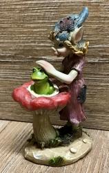 Figur - Pixie spielt mit Tieren - Frosch steht - bunt - Dekoration
