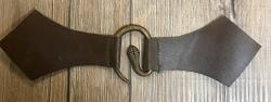 Mantelschließe Schlange mit Leder - braun
