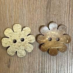 Knopf aus Kokosnuß – 2-Loch – Blumendesign - gebleicht - 51mm - Ausverkauf