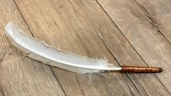 Schreibfeder - Federkiel mit Kugelschreiber in Garnspule - Bobbin Quill Pen