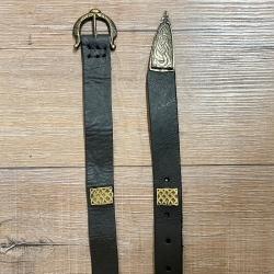 Gürtel - Leder - MT - Einar aus Oberleder mit Beschlägen & Gürtelspitze- 2,5cm x 156cm - schwarz