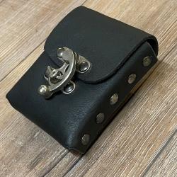 Tasche - Leder - Gürteltasche mit Hakenschließe - schwarz