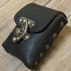 Tasche - Leder - Gürteltasche mit Hakenschließe - braun