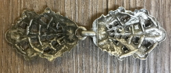Schließe aus Metall - Gewand - floral - altsilber