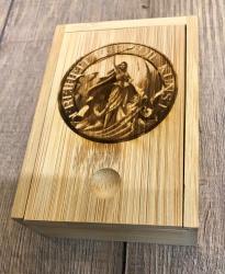 Zubehör - Box aus Bambus für Pokerkartenspiel mit Schiebedeckel und gelasertem