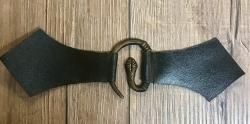 Mantelschließe Schlange mit Leder - schwarz
