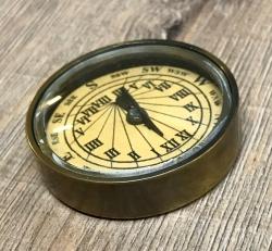 Maritimes - Sonnenuhr-Kompass Messing Antik in Holzbox - 5,5cm