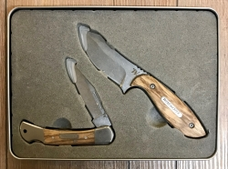 Winchester Geschenkset - BARRENS/LASSO - 1x Fulltang Messer inkl. Scheide & 1x Klappmesser in Geschenkdose