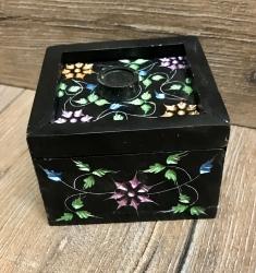 Räucherkegel - Halter aus Speckstein - Räucherbox Chameli quadratisch - schwarz mit Blumen
