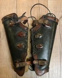 Palnatoke - Leather Works - Beinschienen Plain - schwarz mit braun - M - Ausverkauf