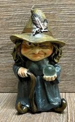 Figur - Lustige Hexe klein - brauner Hut, Glaskugel & Gehstock