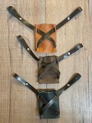 Leder - Schwerthalter gekreuzt - verschiedene Farben