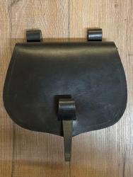 Tasche - Leder - LC3019 Gürteltasche - mit Schlaufverschluss - schwarz