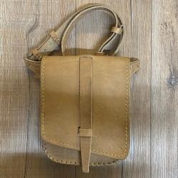 Tasche - Leder - Hüfttasche mit Gürtel genäht - natur
