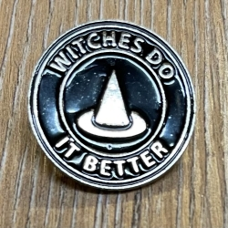 Brosche - Pin - Hexenhut Witches do it better - rund - schwarz/ silber