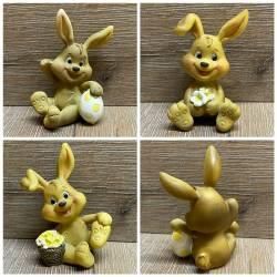 Figur - Hase mit Blumen/ Eiern - 3fach sortiert - Ostara - Ostern