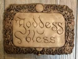 Plaque - Wandtafel - Goddess Bless - Holzoptik - Ausverkauf