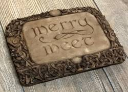 Plaque - Wandtafel - Merry Meet - Holzoptik - Ausverkauf