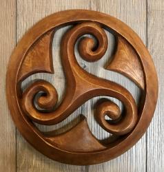 Plaque - Wandschmuck - Echtholz - Triskel im Kreis