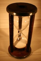 Sanduhr - 5 Minuten in Garnspule mit Zinn oben und unten - Timer in Bobbin