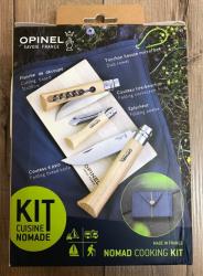 Opinel Outdoor Set NOMAD - Spezial Brotmesser, Messer, Korkenzieher & Sparschäler - rostfreier Stahl 12C27, Buchenholzgriffe, Schneidbrett, Mikrofasertuch