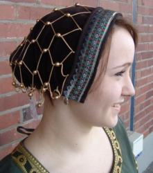 Haube für Damen mit Perlen aus Samt in verschiedenen Farben